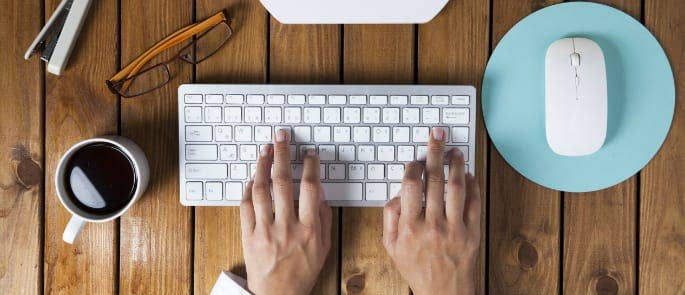 male hands using a computer at a desk