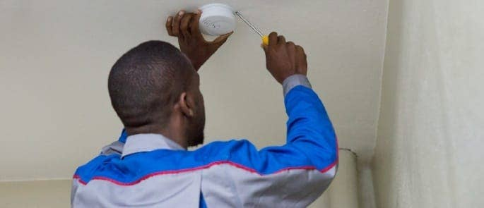 installing smoke detector fire safety