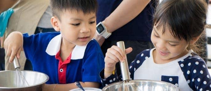 children cooking food in class