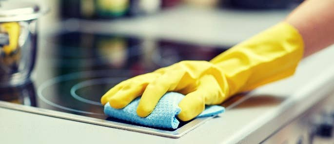Cleaning a surface with a cloth