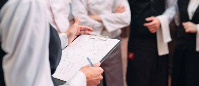 restaurant manager assigns shift duties
