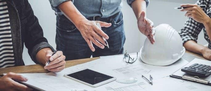 Contractors negotiate construction tender