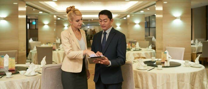 restaurant managers discuss strategy