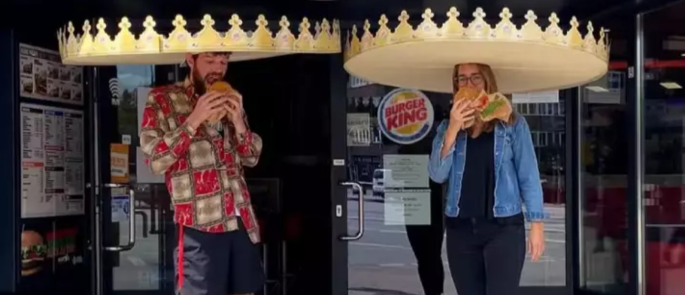 burger king crowns for social distancing in restaurant