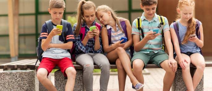 Schoolchildren using social media
